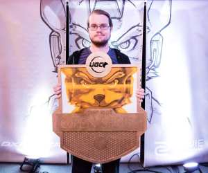 Armada With UGC Trophy (photo via http://wiki.teamliquid.net/smash/Armada)