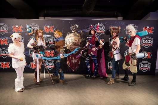 cosplayers at EU LCS