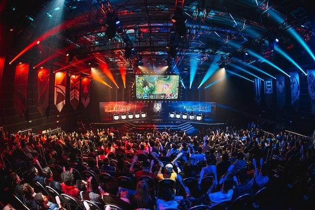 2017 MSI stage and crowd in Brazil