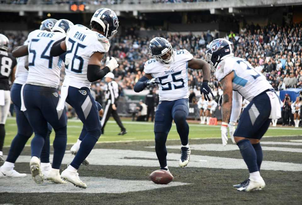 Titans Continue Playoff Run With Win at Oakland