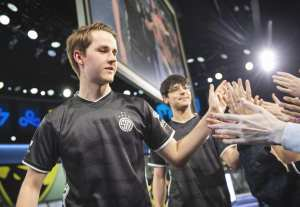 Dignitas fall in toughest week