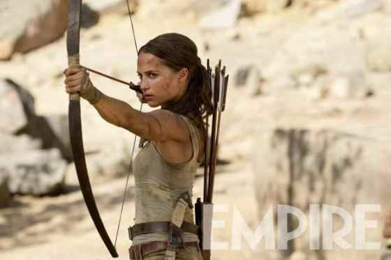 alicia-vikander-tomb-raider-bow-arrow