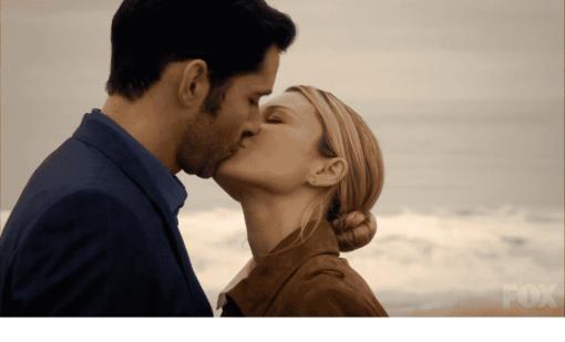 luci-and-chloe-kiss-1030x624
