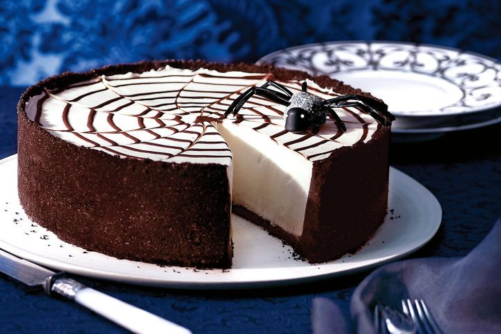 TGON-BAKES-THE-GIRL-IN-THE-SPIDER'S-WEB-CHEESECAKE