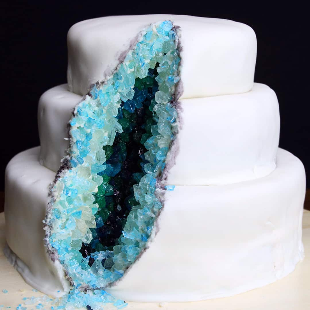 TGON-BAKES-47-METERS-DOWN-UNCAGED-GEODE-CAKE
