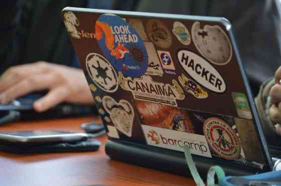 hacker-1569744_1920