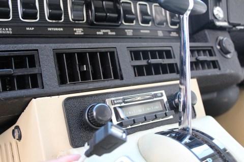 1973 Jaguar E-Type V12 radio