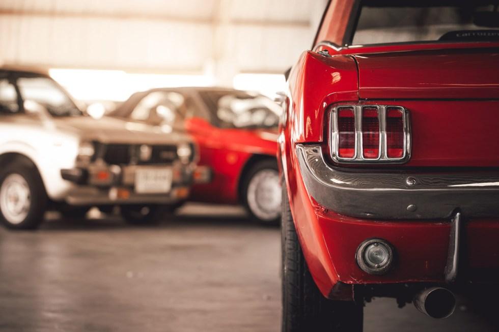 garage-classic-car