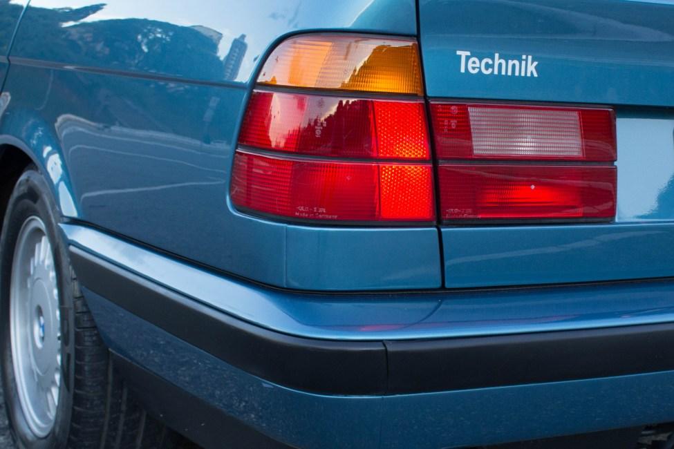 1993-BMW-525i-touring-e34-carro-antigo-lanterna
