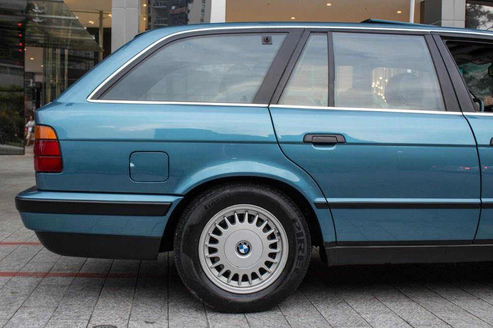 1993-BMW-525i-touring-e34-the-garage