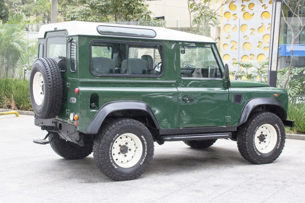 2002 Land Rover Defender 90