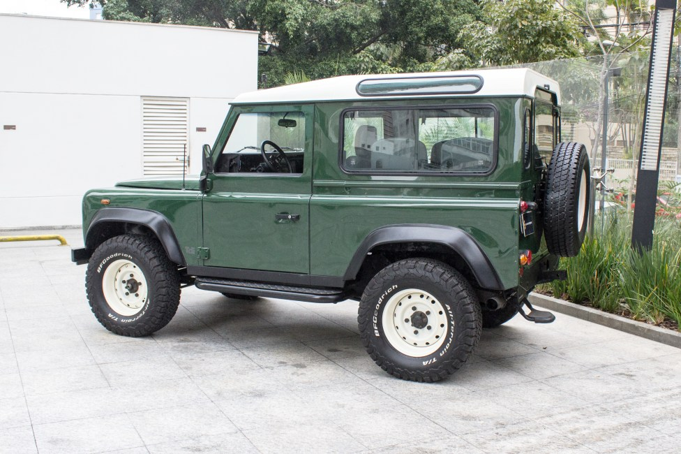 2002-land-rover-defender-the-garage-venda