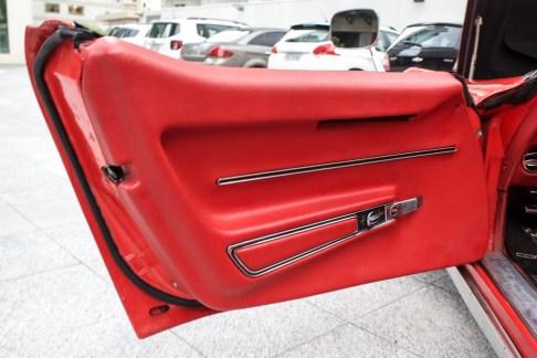 1968-corvette-stingray-the-garage-painel-de-porta