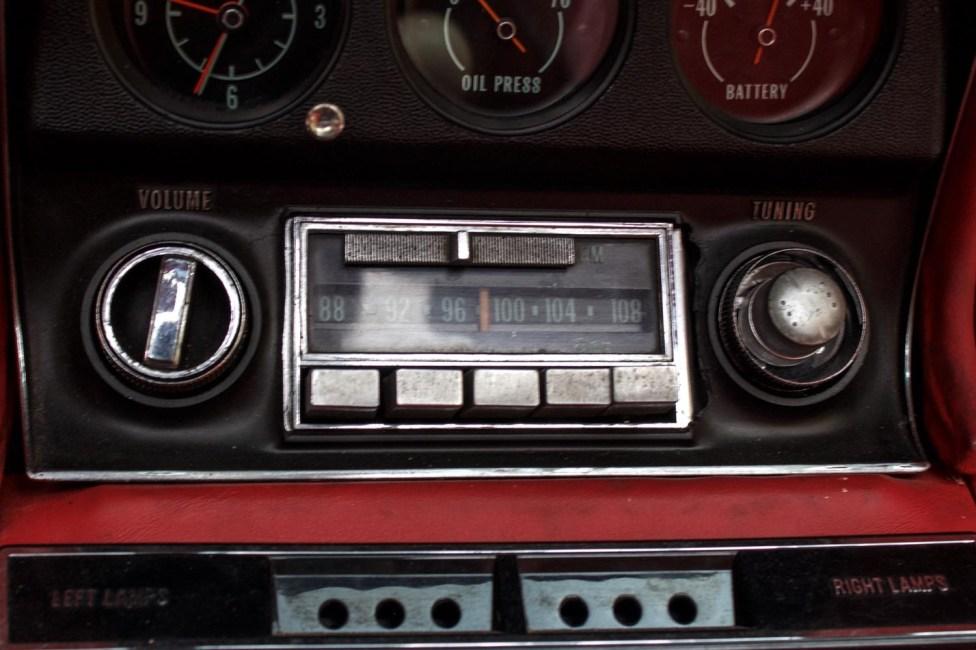 1968-corvette-stingray-the-garage-radio