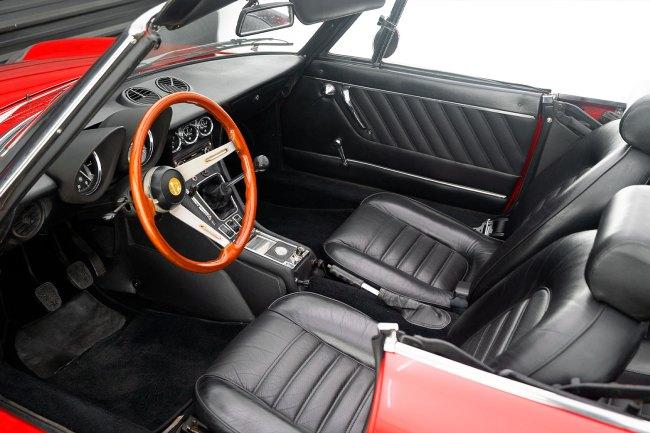 1974-Alfa-Spider-Veloce-2000-the-garage