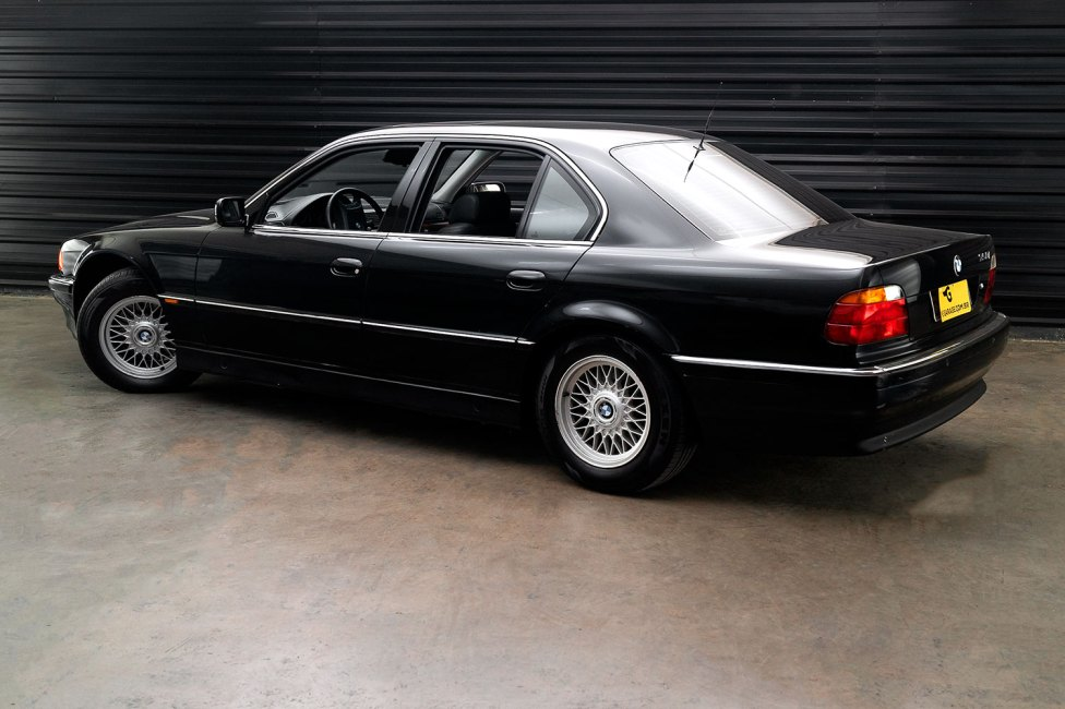 bmw-750-i-the-garage
