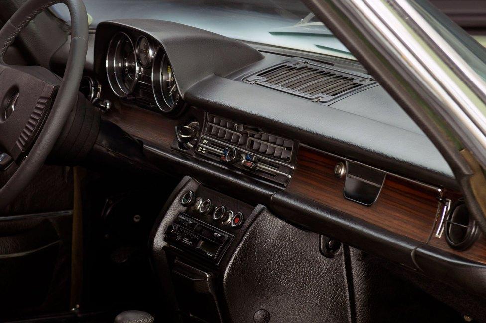 mercedes-250-ce-the-garage-for-sale-em-sp