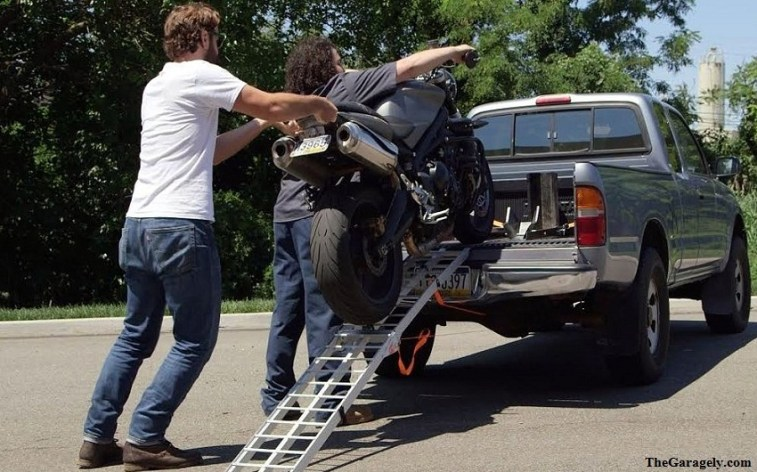 The Process of Tying Down the Motorcycle for Transport