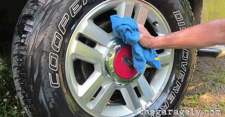 clean chrome rims brake dust