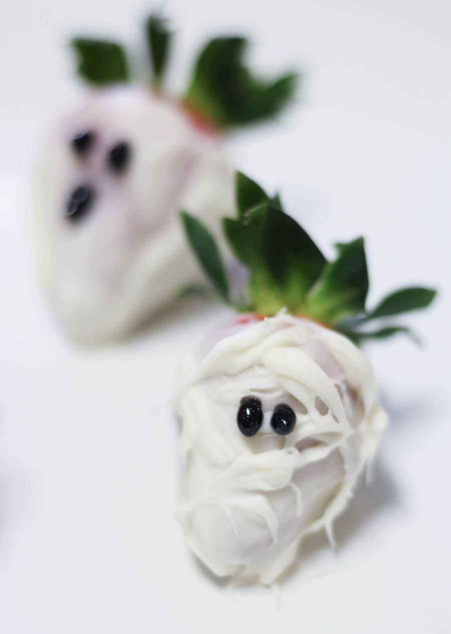 Halloween Desserts - Ghost White Chocolate Covered Strawberries