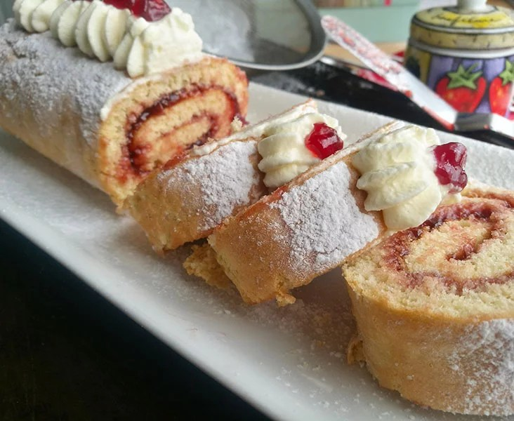 3 ingredient Swiss Roll