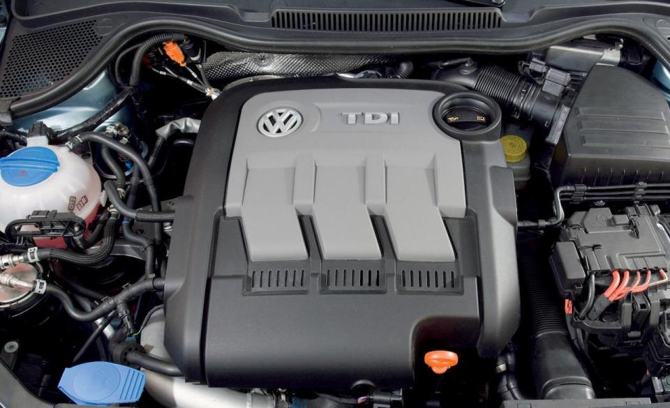 2010-volkswagen-polo-bluemotion-12-liter-inline-3-diesel-engine-photo-331452-s-1280x782