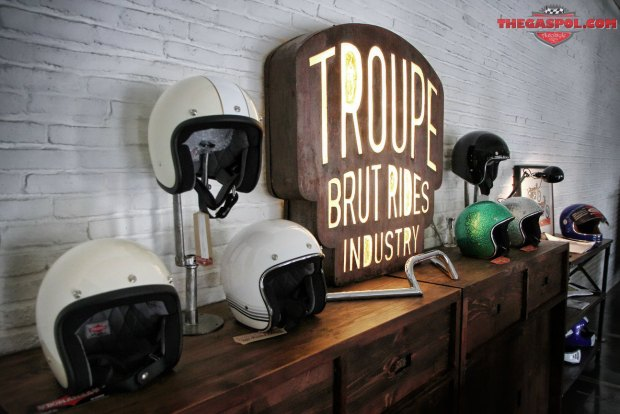 Troupe-Brut-Rides-Industry-Triumph-Dealer-21