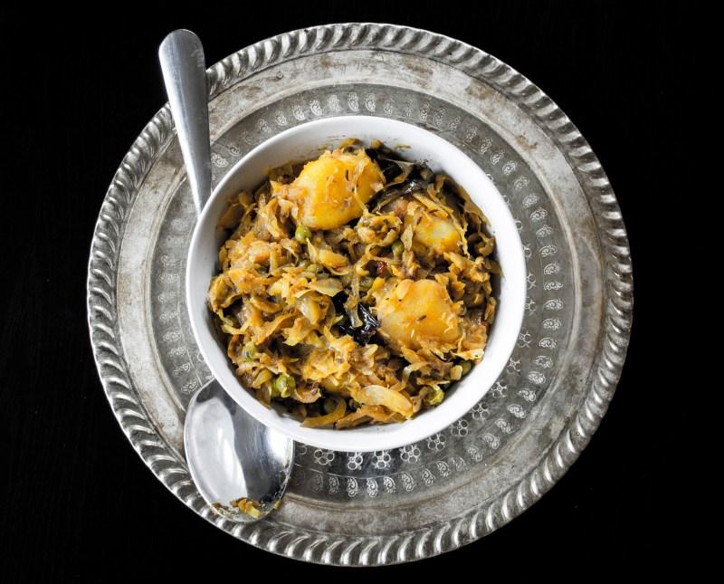 Cabbage with potatoes and green peas (Bandhakophir Torkari)