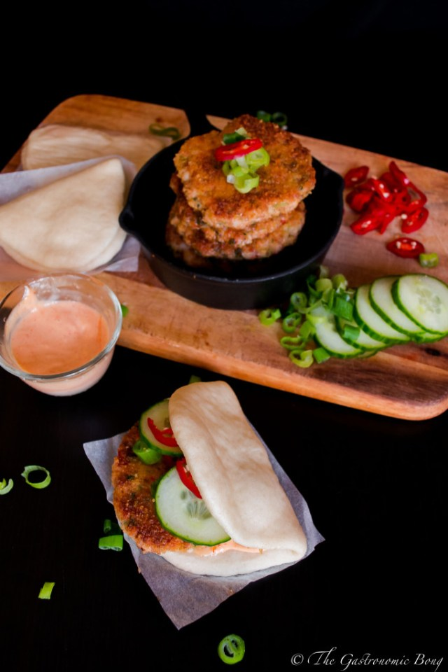 crispy prawns cake in steamed folded buns9