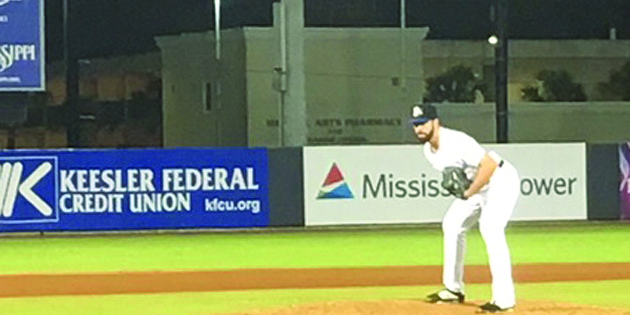 SHUCKERS TAKE LEAD OF DIVISION