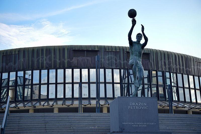 Il monumento dedicato a Petrovic