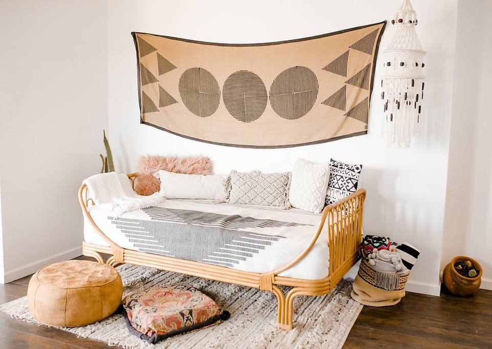 6 types of daybeds: roman daybed