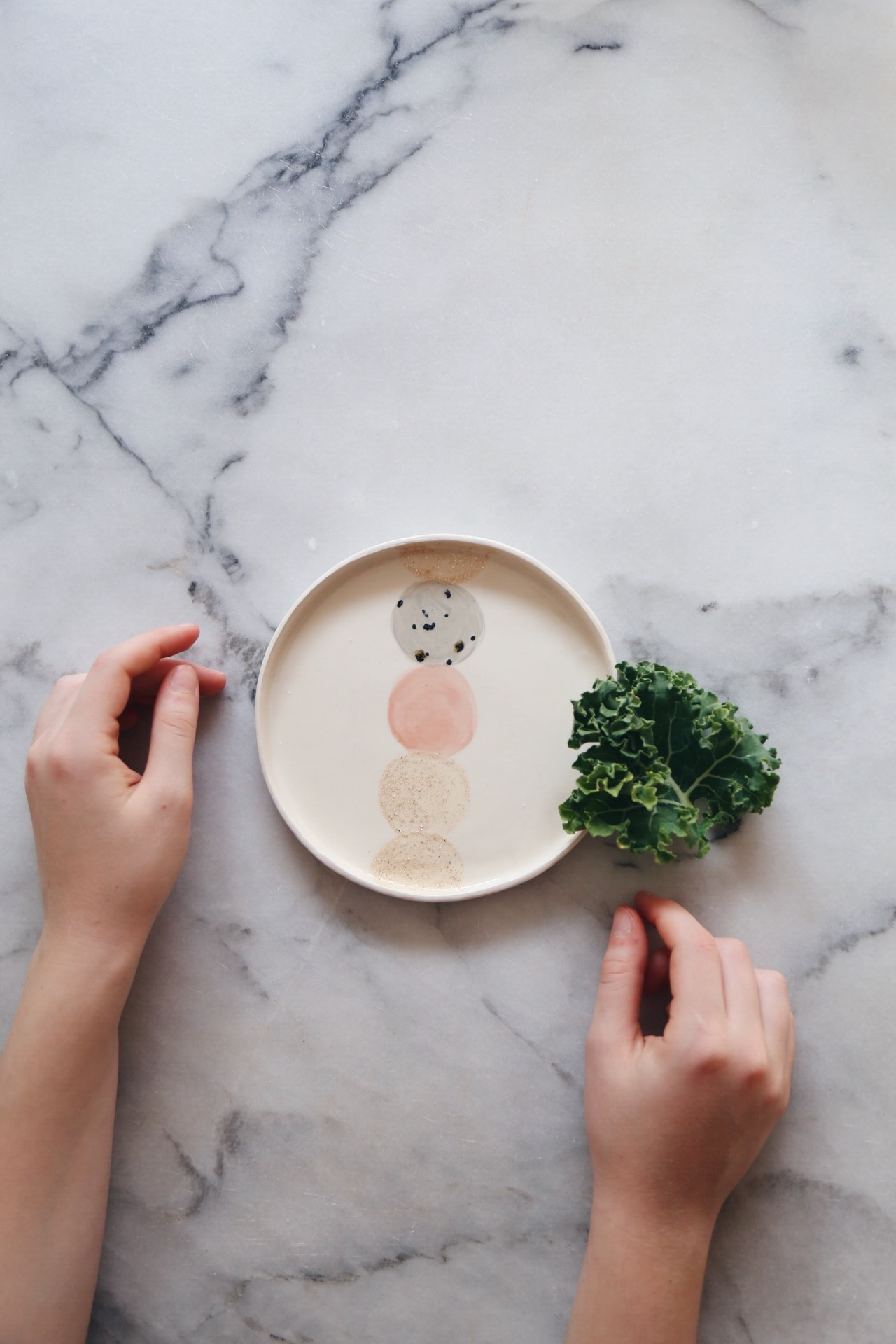 Ceramic Studio Maitoinen - small plate, hands and kale