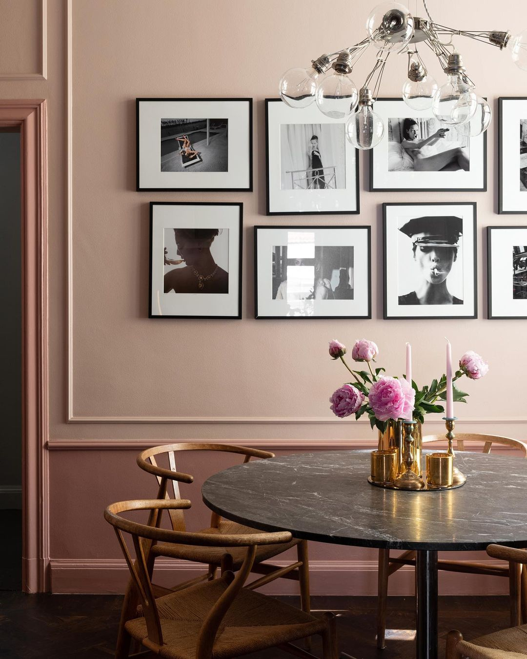 gallery wall ideas-black and white on color pink