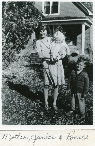 PETERSON, Naomi Skeen, Marilyn, and Ronald, spring 1929