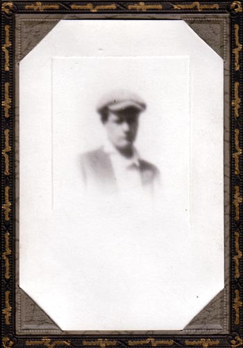 Orval Maffit-picture was kept on Emma Maffit's desk