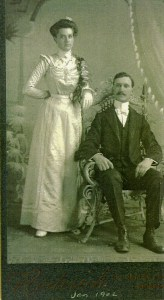 Emma & Seth wedding photo, 1902