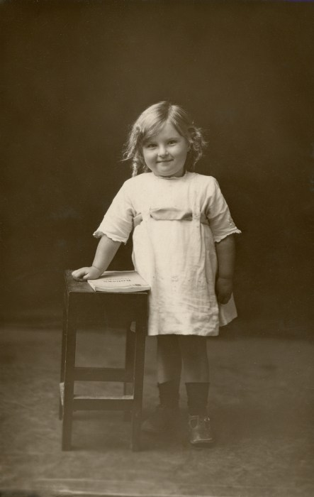 OWENS, Ann Vickers Young, abt 1923, New Zealand
