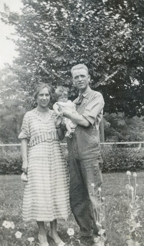 BEA1, img 23, Claude Albert Ellis holding Beth Louise Ellis, next to Margaret Noble Bevans