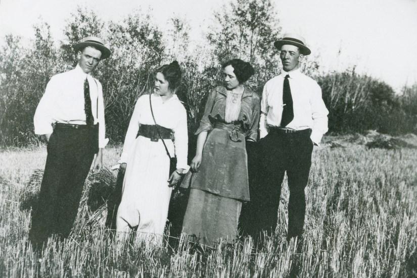 BEA1, img 33, Claude, Blanche, Hazel, Will, 1915