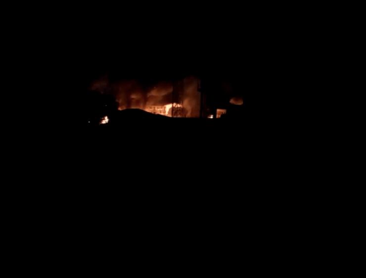BREAKING: Prisoners On The Run As Gunmen Set Owerri Prison On Fire -[VIDEO]