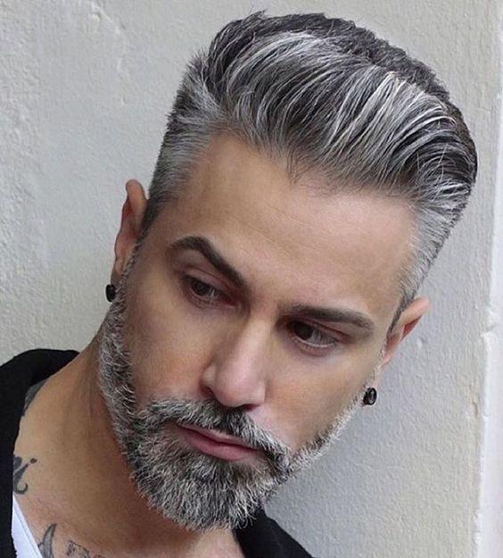 Taglio capelli con ciuffo bianco