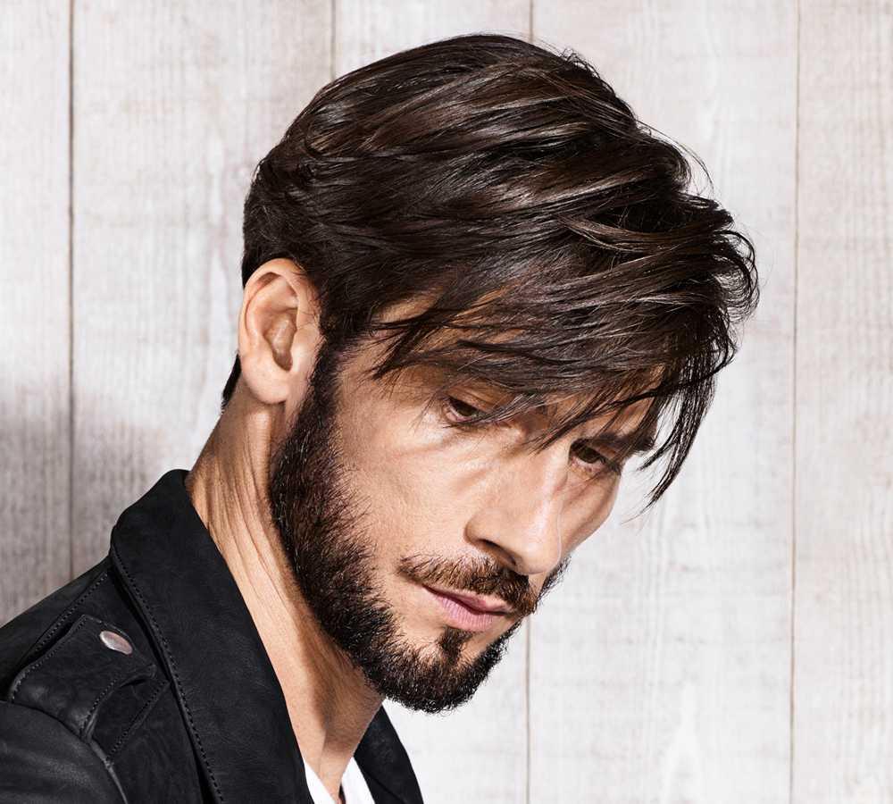 Vediamo ora alcune proposte di pettinature maschili con ciuffo, uno dei  trend per i tagli di capelli uomo 2018