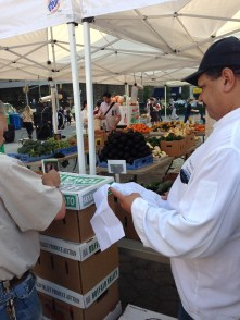 UNION SQUARE GREEN MARKET - 9:30 a.m. today - Mo at work ( UNION SQUARE GREEN MARKET - 9:30 a.m. today - Beans, beans, beans! Part of the Gramercy Tavern shopping list today (NYC photos courtesy of Kevin Sayet)