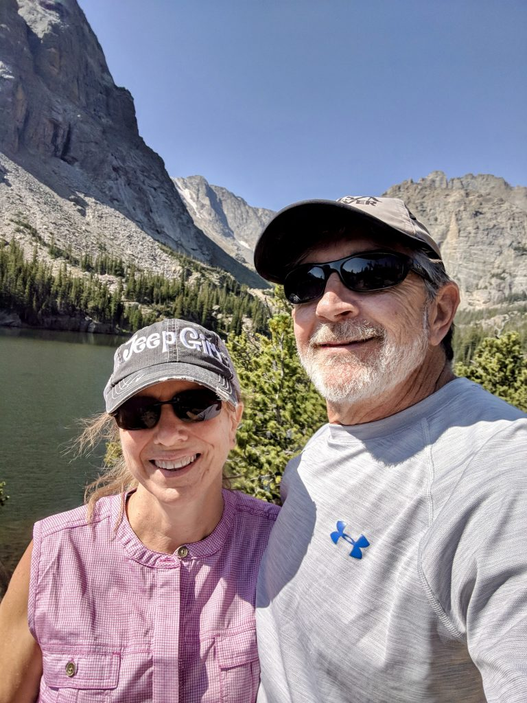 Selfie o Man and Woman and Rocky Mountain National Park