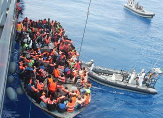 Image: Irish Defence Forces rescuing migrants