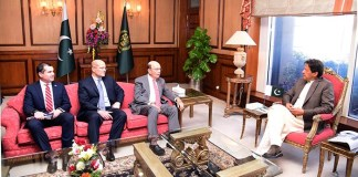 Prime Minister Imran Khan meets the visiting U.S. Secretary of Commerce Wilbur Ross.