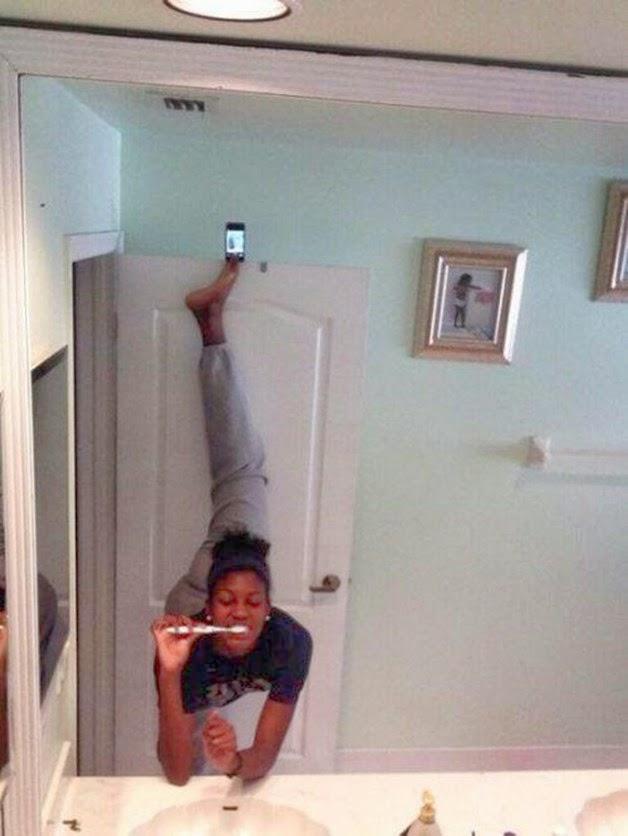 komik-selfie-pozlari-2-bacak-ayirma