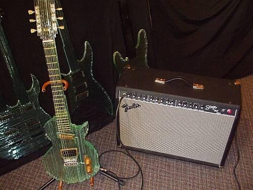 Camdan Yapılma Gitar