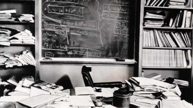 Einsteins'ın öldüğü saat içinde masası